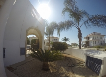Detached corner house off Larnaca-Dhekelia road
