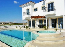 Luxury detached villa for rent